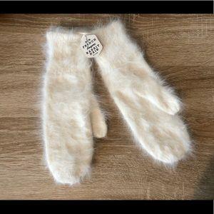 Brand new Pure white❄️French angora mitten gloves